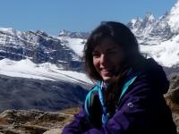 Nicole vor schöner Alpenkulisse